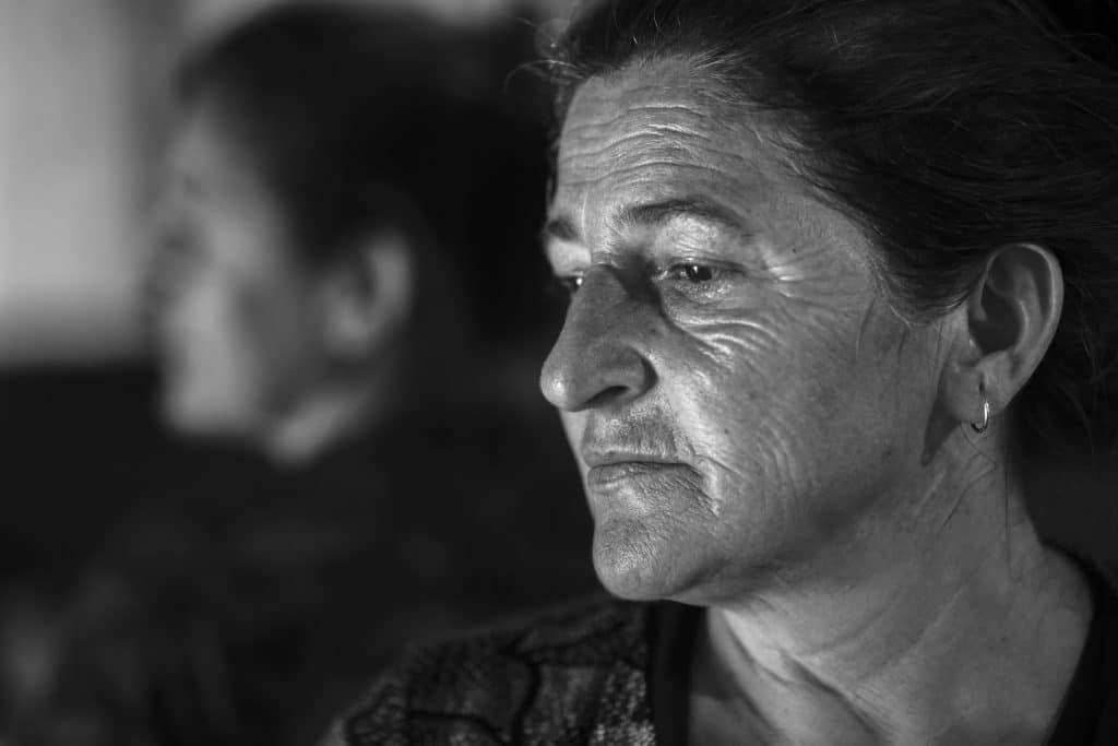 Under Bosnienkriget bodde Devleta i flera uppsamlingsläger, bland annat på flygplatsen i Dubrave utanför Tuzla och i sporthallen på en skola.