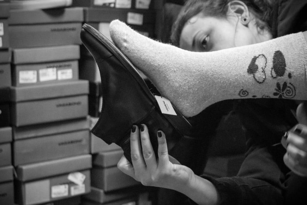 Nu är 400 par skor framme i Makedonien!